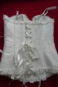 Tylne sznurowanie ułątwia dopasowanie bielizny do sylwetki.