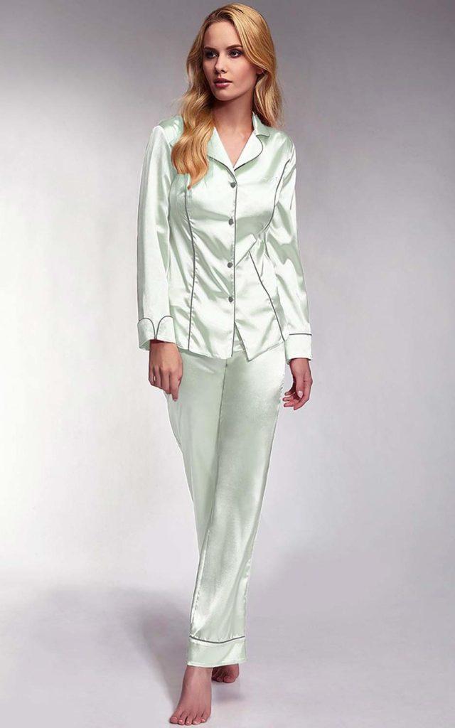 9e4fc2e971b468 Świetnym wyborem będzie komplet z satyny lub z materiału, który ją imituje.  taki materiał zapewni swobodę ruchu i sprawi, że piżama damska ...